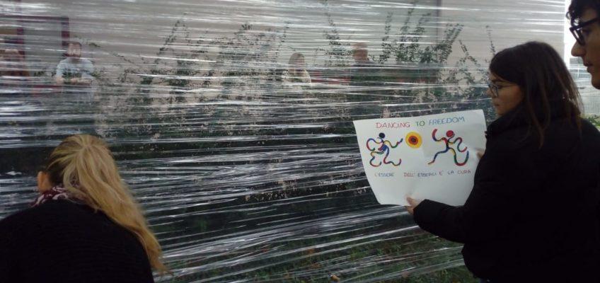 A 30 ANNI DALLA CADUTA DEL MURO DI BERLINO AL LICEO DI JESI UNA PERFORMANCE D'ARTE